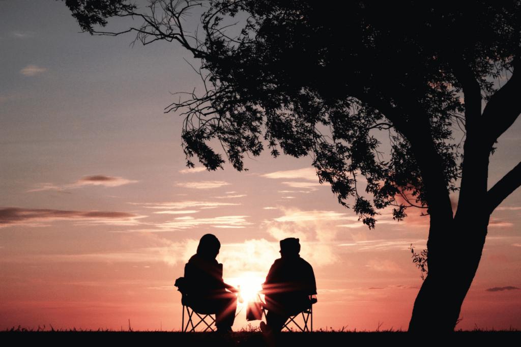 中田 暖人:夕日を見る2人