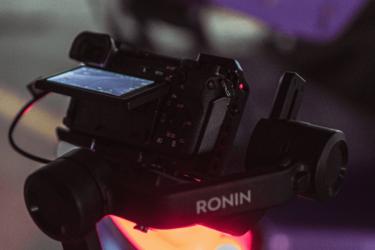 【SONY α6400】2021年も通用する?ビデオグラファーとして初めて買ったカメラを本気レビュー【初心者におすすめ?】