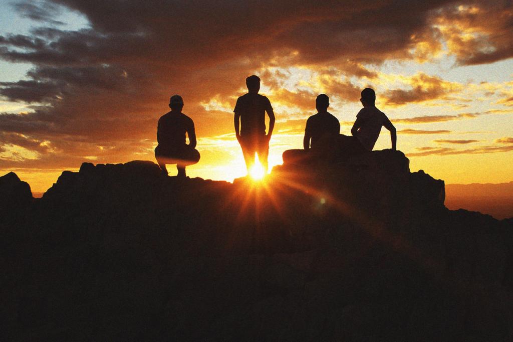 中田 暖人:夕日を眺める人たち