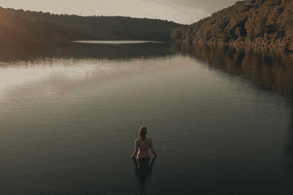 中田 暖人:湖と女性
